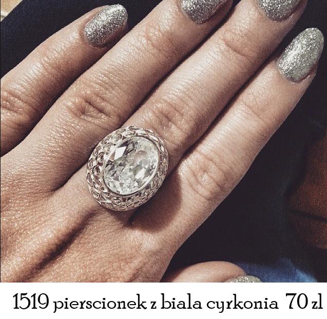 pierścionek z cyrkoniami